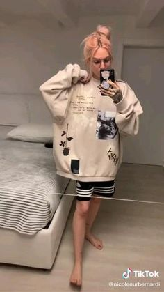 Custom Clothing Design, Custom Clothes, Custom Design, Diy Fashion Hacks, Painted Clothes, Clothing Hacks, Teen Fashion Outfits, Sewing Clothes, Streetwear