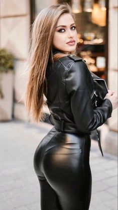 Leather Dresses, Leather Pants, Leather Outfits, Sexy Outfits, Looks Pinterest, Shiny Leggings, Sexy Latex, Sexy Jeans, Girly Girl