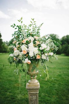 Photography: Michelle Gardella - michellegardella.com Read More: http://www.stylemepretty.com/2015/03/31/elegant-summer-estate-wedding/