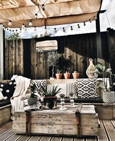 Holz Terasse Holz Terasse The post Holz Terasse appeared first on Terrasse ideen. Back Patio, Backyard Patio, Backyard Kitchen, Rustic Backyard, Outdoor Rooms, Outdoor Living, Outdoor Table Decor, Patio Table, Deco Boheme Chic