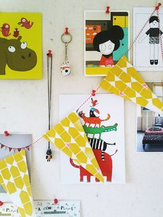 Pin up board, Flags, Prints