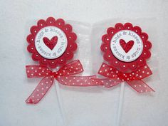 An easy peasy Valentine& Day sucker. I bought these cherry flavored suckers at CVS pharmacy and dressed them up with 2 spools of ribbon and some Stickles. Your feedback is always welcomed and GREATLY appreciated. Valentines Day Treats, Valentine Day Crafts, Valentine Decorations, Valentine's Day Paper Crafts, Paper Crafting, Craft Gifts, Diy Gifts, Spool Crafts, Craft Fairs