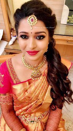 Amitha looks ravishing for her reception! Makeup and hairstyle by Vejetha for Swank Studio. Red lips. Bridal updo. Curls. Maang tikka. South Indian bride. Eye makeup. Bridal jewelry. Bridal hair. Silk sari. Bridal Saree Blouse Design. Indian Bridal Makeup. Indian Bride. Gold Jewellery. Statement Blouse. Tamil bride. Telugu bride. Kannada bride. Hindu bride. Malayalee bride. Find us at https://www.facebook.com/SwankStudioBangalore