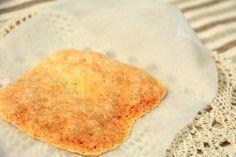マツコ絶賛のサックサクチーズせんべいレシピ☆とろけるチーズをレンジで1分半!スライスチーズもOK|ヨコハマ散歩道。