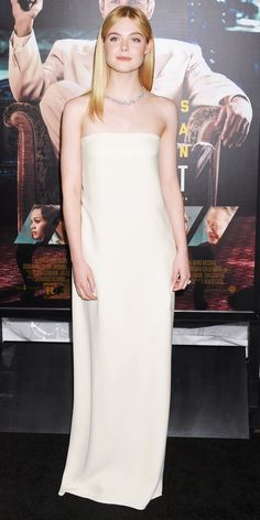 Wonderfully minimal, Elle Fanning went for an incredibly pared-back, elegant look for the Live By Night, courtesy of a simple ivory silk marrocaine column by Oscar de la Renta and a diamond floral necklace and yellow sapphire ring by Tiffany & Co.