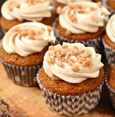 Incredibly moist Pumpkin Cupcakes with Maple and Toffee Frosting. You're going to love these award winning fall flavored cupcakes! Pumpkin Crunch Cake, Pumpkin Whoopie Pies, Pumpkin Scones, Pumpkin Cupcakes, Pumpkin Dessert, Pumpkin Cheesecake, Cupcake Flavors, Flavored Cupcakes, Cupcake Recipes