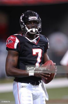 Atlanta Falcons quarterback MIchael Vick warms up before a 27 to 21 loss to the Green Bay Packers in a preseason game on Notre Dame Football, Alabama Football, American Football, Oklahoma Sooners, Pittsburgh Steelers, College Football, Dallas Cowboys, Football Players, Atlanta Falcons Team
