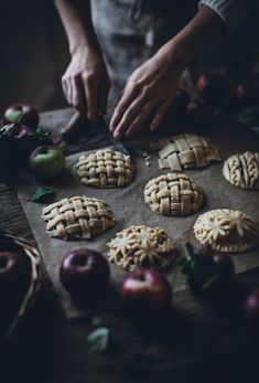 Apfel Rezepte: Apple Hand Pies - Call Me Cupcake Apple Hand Pies, Food Styling, Just Desserts, Dessert Recipes, Call Me Cupcake, Dark Food Photography, Apples Photography, Photography Poses, Sweet Pie
