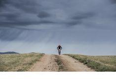 Hola; tengo 37 años y recientemente he contratado un entrenador de montaña para preparar la CCC (101 Kms y 6000m desnivel) el próximo mes de agosto. Aunque llevo bastante años corriendo, en montaña está será mi cuarta temporada. En mi plan de entrenamiento figuran hasta tres sesiones de ciclismo semanales.¿Como entrenador trail running estarías de acuerdo con una planificación así? Gracias.