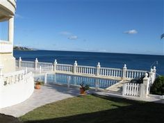 6 Bedroom holiday villa rental in Sotogrande    Beautiful Views! Unique location right ON THE BEACH with 180 degree views of Mediterranean. 6 bedroom villa near Sotogrande Port - between Marbella and Gibraltar. Below you will see some photos, prices, a calendar and a description of the property.