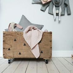 DIY i barnrummet - Lovely Life Diy For Kids, Baby Room, Repurposed, Kids Room, Room Decor, Nursery, Throw Pillows, Interior, Furniture