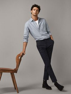 Discover the latest men's trousers for Spring/Summer Striped, checked, plain, cotton or linen trousers for men at Massimo Dutti to reinvent your wardrobe. Male Models Poses, Male Poses, Chinos Men Outfit, Business Dress, Formal Men Outfit, Look Man, Photography Poses For Men, Stylish Mens Outfits, Business Casual Men