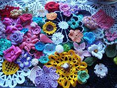 miscelânia de flores de croche by E l i a n a R e i n a l d o, via Flickr