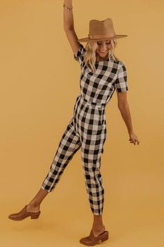 This jumpsuit is calling your name, with its functional pockets, round neck, + zip back, you won't regret jumping on this one. This is your jumpsuit for this season! Gingham Jumpsuit, Ruffle Jumpsuit, Jumpsuit Outfit, Checker Print, Mom Dress, Hooded Cardigan, Jumpsuits For Women, Everyday Fashion, Everyday Outfits