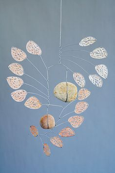 Angophora VII by Jade Oakley artwork image. Note the balance with rocks. Diy Artwork, Artwork Images, Mobile Craft, Mobile Sculpture, Art Du Fil, Cardboard Sculpture, Wind Sculptures, Art Cart, Kinetic Art