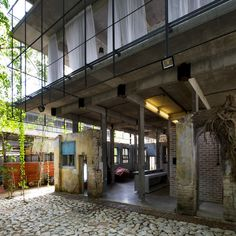 Although there is a new extension at the rear of the property, history is in the bones of Sekeping Kong Heng; the building is a former actors' hostel whose guests trod the boards of the next door theatre before fire brought its final curtain down in the 1950s...