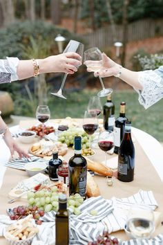 How To Plan a Gorgeous Wine and Cheese Party (without breaking the bank!) #wine #cheese #winetasting #wineparty