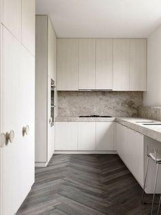 Minimal Kitchen Design Inspiration is a part of our furniture design inspiration series. Minimal Kitchen design inspirational series is a weekly showcase Home Interior, Kitchen Interior, New Kitchen, Interior Design, Kitchen Ideas, Interior Modern, Medium Kitchen, Kitchen Decor, Interior Shop