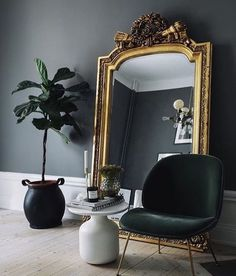 black gold living room ideas black walls giant gilded mirror black gold and crea Home Interior, Decor Interior Design, Interior And Exterior, Interior Decorating, Decorating Tips, Interior Photo, Design Bedroom, Scandinavian Interior, Bedroom Inspo