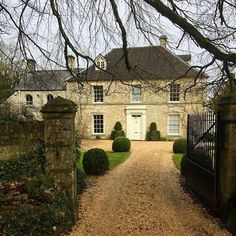 ღღ Today on a welcome break from property renovations - I'm in Hyde,Gloucestershire & spied this beautiful Georgian house with Victorian wing… Georgian Style Homes, Victorian Homes, House Plans Mansion, English House, Dream House Exterior, Stone Houses, House Goals, House Front, Home Fashion