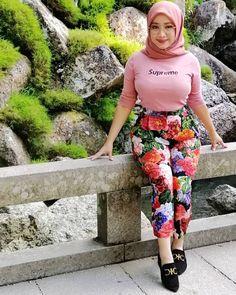 DrBernard Spangenberg's media content and analytics Arab Girls Hijab, Girl Hijab, Muslim Girls, Beautiful Muslim Women, Beautiful Hijab, Beautiful Asian Girls, Modern Hijab Fashion, Muslim Women Fashion, Moslem