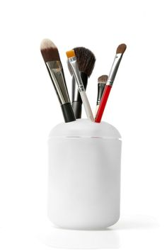 Sort Makeup Brushes in a Toothbrush Holder