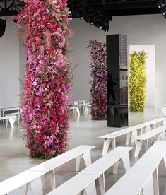 Flower Wall Backdrop, Floral Backdrop, Flower Garlands, Flower Decorations, Tulle Table Runner, New York Flower, Floral Artwork, Ceremony Arch, Table Flowers