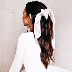 You've got the perfect outfit, but what about your hair and makeup? Have a look at our beauty guide for looks to make you an Australian beauty. Good Hair Day, Great Hair, Headband Hairstyles, Messy Hairstyles, Mermaid Hair, Gorgeous Hair, Hair Looks, Hair Inspiration, Curly Hair Styles
