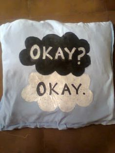 A DIY pillow on The Fault In our Stars! woaw! perfect for all fans :)