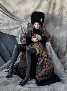 Поклонницы славянских мотивов ликуют — ведь в моде русская пестрота!    Известные дизайнеры используют красочные мотивы в вещах, обуви, декоре. А модники с радостью их подхватили. А как же иначе? Ведь…