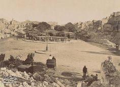 ميدان المنشية بالاسكندرية و قد تحول الي كومة من الحطام بعد استهداف البوارج الحربية الانجليزية للمدينة بالقصف المتواصل و تمكنها من احتلال البلاد سنة 1882 .