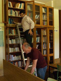 Seleccionando libros en Modernas.