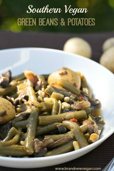 These Southern Style Vegan Green Beans still have that country flavor with the a… These southern-style vegan green beans still have this rural taste with the addition of mushroom bacon. About Brand New Vegan Bean Recipes, Vegetarian Recipes, Healthy Recipes, Veggie Recipes, Vegan Gyros Recipe, Southern Style Green Beans, How To Cook Greens, Green Beans And Potatoes, Cooking Green Beans