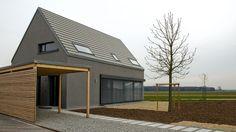 Architekt Hans Kneidl, kleines Haus am Ortsrand von Seukendorf bei Nürnberg