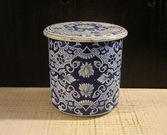 Vintage Holland Delft Blue & White Tin Box with by tinprincess, $34.00