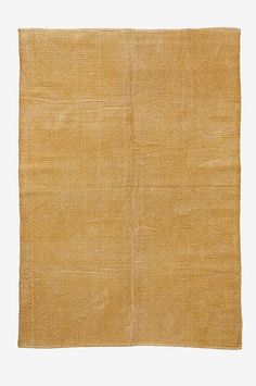 Handvävd matta i bomull med tryckt mönster. Tvättad kvalitet som ger en snygg vintagelook (eftersom mattan är tvättad kan nyansskillnader mellan olika mattor förekomma). Stl 140x200 cm. För ökad säkerhet och komfort, använd halkskyddsmatta som håller din matta på plats. Halkskyddsmattan finns i flera olika storlekar.