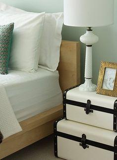 Bedroom closet organization diy creative apartment therapy ideas for 2019 Closet Bedroom, Girls Bedroom, Bedroom Decor, Bedroom Apartment, Master Bedroom, Suitcase Storage, Suitcase Table, Small Bedroom Storage, Bathroom Storage