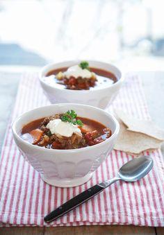 Kjøttdeig er basis for denne raske suppen. Med spisskummen, eller spisskarve, får kjøttsuppen en sterk og pirrende smak.