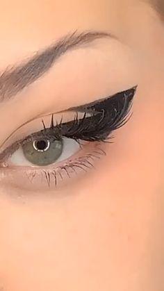 makeup tutorials, makeup tips, makeup ideas, makeup videos Emo Makeup, Eye Makeup Art, No Eyeliner Makeup, Girls Makeup, Makeup Eyes, Eyeliner Ideas, Emo Eyeliner, Gothic Eye Makeup, Doll Eye Makeup