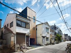 Uma casa com 2,5 metros de largura e espaços bem organizados