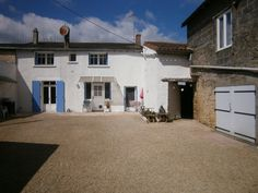 France-Onthemarket – A1016(79) Stone built village house with courtyard