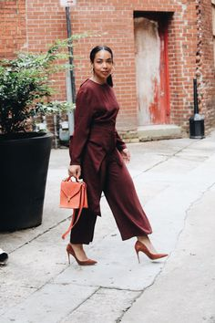 Shop Your Screenshots™ with LIKEtoKNOW.it, a shopping discovery app that allows you to instantly shop your favorite influencer pics across social media and the mobile web. Classy Outfits, Chic Outfits, Fashion Outfits, Travel Outfits, Work Outfits, Fall Outfits, Fashion Tips, Fashion Trends, Vogue
