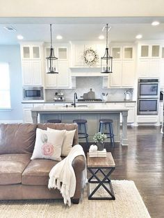 White kitchen, to the ceiling cabinets, open concept and amazing lighting. awesome 99 Farmhouse Kitchen Ideas on a Budget 2017 http://www.99architecture.com/2017/03/07/99-farmhouse-kitchen-ideas-budget-2017/