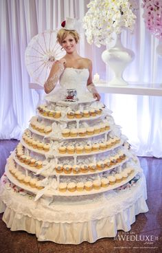 15 Funny Wedding Dresses - Do you like cupcakes? In the event that the appropriate response is yes, at that point attempt this dress and you will be the cupcake ruler on your big day. Weird Wedding Dress, Wedding Gowns, Ugliest Wedding Dress, Funny Wedding Dresses, Tacky Wedding, Unusual Wedding Dresses, Quirky Wedding, Wedding Ceremonies, Bride Dresses