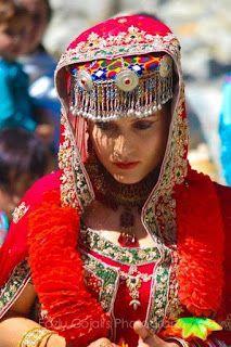 People of Hunza Gilgit Baltistan: Bridal dress ...... Hunza, Gilgit Baltistan