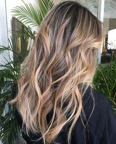Curly Balayage Hair, Dark Curly Hair, Brown Blonde Hair, Blonde Balayage, Shiny Hair, Blonde Foils, Curly Hair Styles, Natural Hair Styles, Hair Care Oil