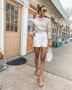 A new season means new outfits, and we couldn't be more excited about that. Celebrity Casual Outfits, New Outfits, Spring Outfits, Cute Outfits, Fashion Outfits, Womens Fashion, London Stil, Mode Inspiration, Sweater Outfits