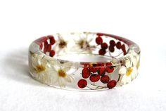 M Resin Bangle Bracelet. Daisy. Red  Berry. Real Flower Jewelry. Red Bracelet. White Bracelet. Eco friendly. Botanical Jewellery