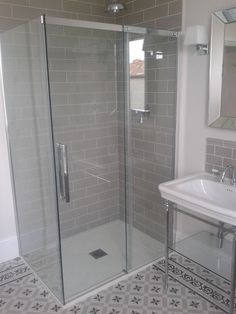 ALL TIME BEST 10 Bathroom tile ideas for big and small bathroom. Including bathroom floor tile, and wall tile ideas. Metro Tiles Bathroom, Loft Bathroom, Upstairs Bathrooms, Ensuite Bathrooms, Family Bathroom, Bathroom Renos, Bathroom Layout, Small Bathroom, Bathroom Ideas