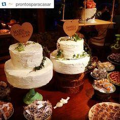 Repost @prontosparacasar  ・・・ Teve amor em dose dupla e teve bolo e topo de bolo em dose dupla também! Lindos de viver! Bolo: @mrtgastronomia  Doces:@atteliededocescarolinadarosci Topos de bolo: @feitopradois #atteliededoces #casamentoduplo #carolinadarosci #wedding #sisters #weddingday #weddingcake #prontosparacasar #weddingideas #happy #love #docesfinos #docinhos #casamento #carolealan #daniloedani #eventos